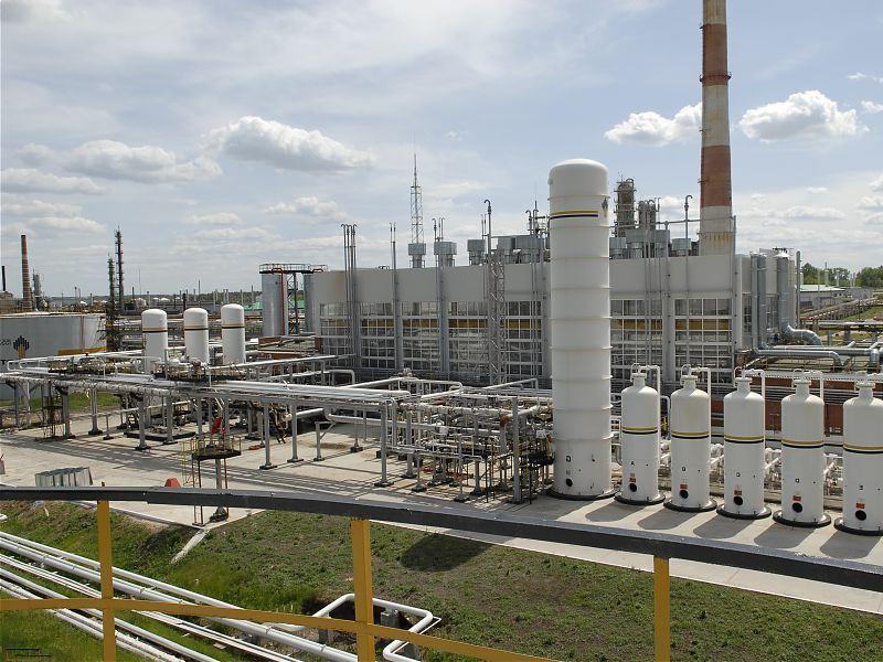 Нефтеперерабатывающему заводу удаётся экономить несколько десятков миллионов рублей в год благодаря использованию современных энергосберегающих систем. Кроме того, это позволяет снизить отрицательное влияние на окружающую среду.